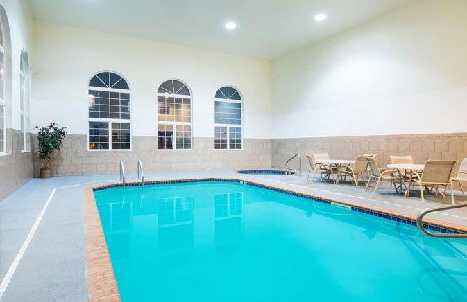 Howard Johnson pool